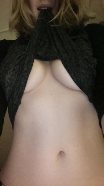 巨乳ガールの下乳の魅力 16