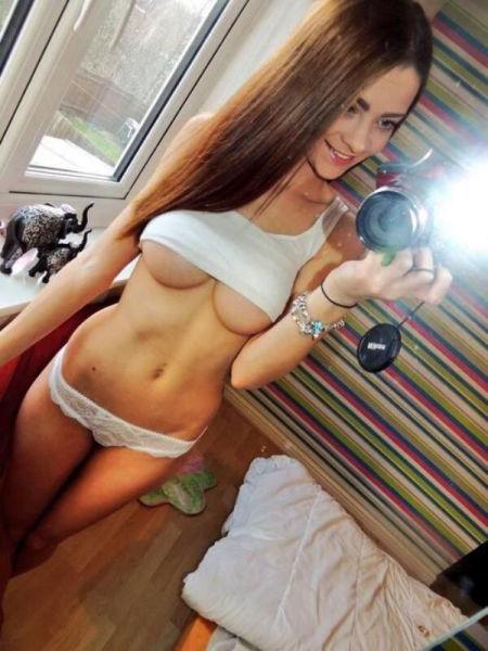 巨乳ガールの下乳の魅力 19