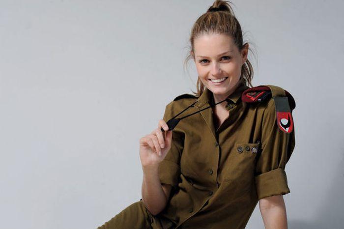可愛いイスラエル軍の美女兵士 2