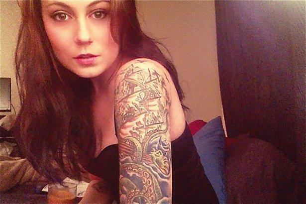タトゥー入れてる外国人の女の子画像 15