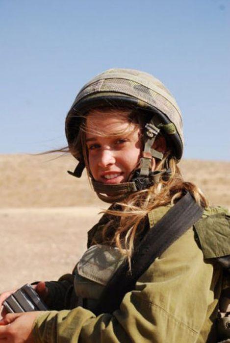 可愛いイスラエル軍の美女兵士