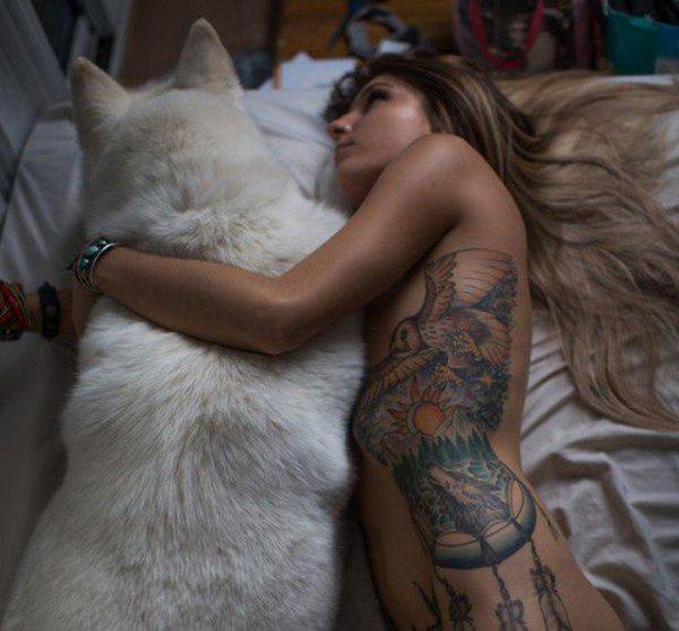 タトゥー入れてる外国人の女の子画像 7
