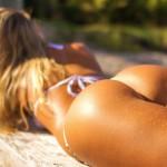 【水着画像】ピチピチギャルと出会う夏のビーチ!白人美女のビキニ姿