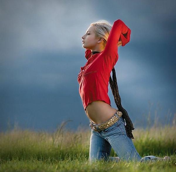 自然の中の白人美女、女の子のポートレート 18
