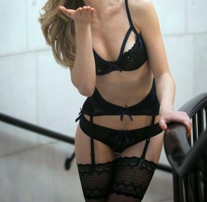 ガーターベルトの白人美女、セクシーランジェリー 33