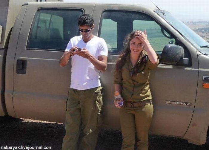 彼氏と楽しいひと時を過ごすイスラエル兵士