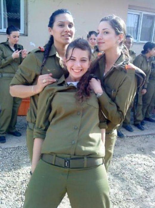 笑顔が可愛いイスラエルの美少女