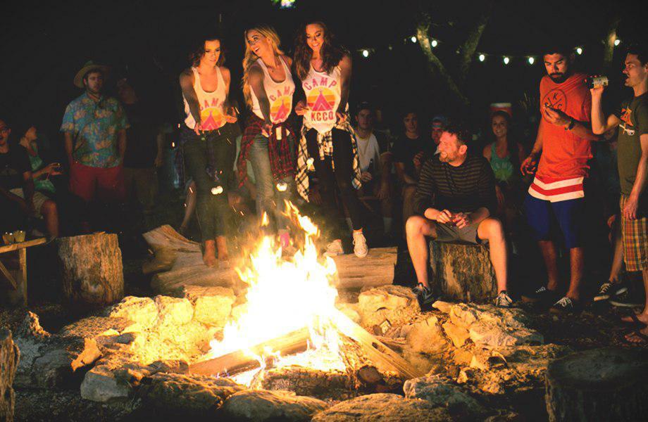 夏だキャンプだ美女とファイアーだ!キャンプガール 24