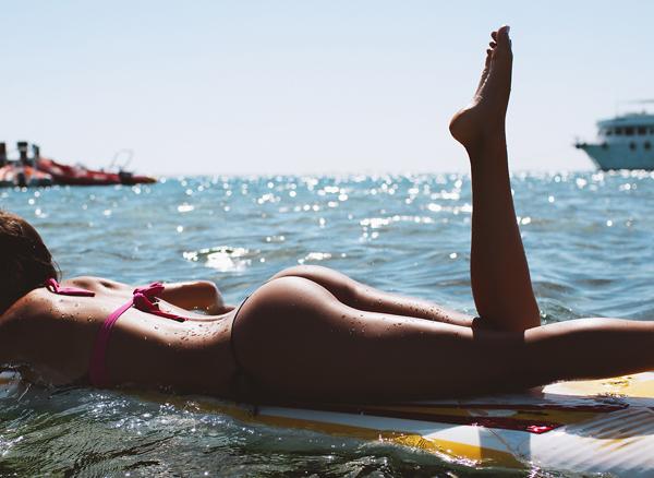 熱い夏のビーチで美女と出会って遊ぶ、海遊び 30