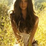 【画像】ノスタルジックな海外の美少女の写真!自然風景と幻想的な女の子