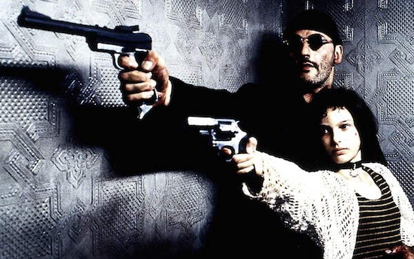 銃を構えるマチルダとレオンの2ショット