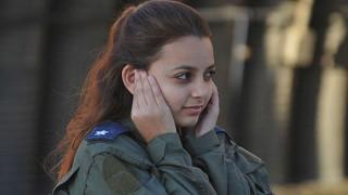 美人すぎるイスラエルの女性兵士!