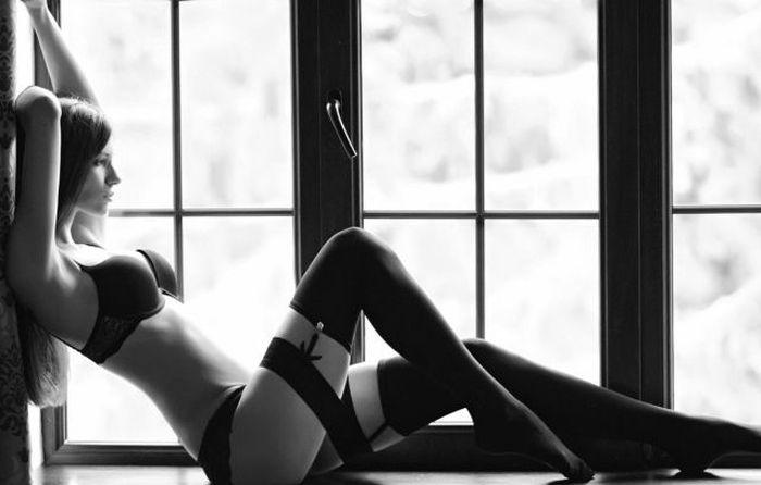 セクシーランジェリー姿の白人美女 23