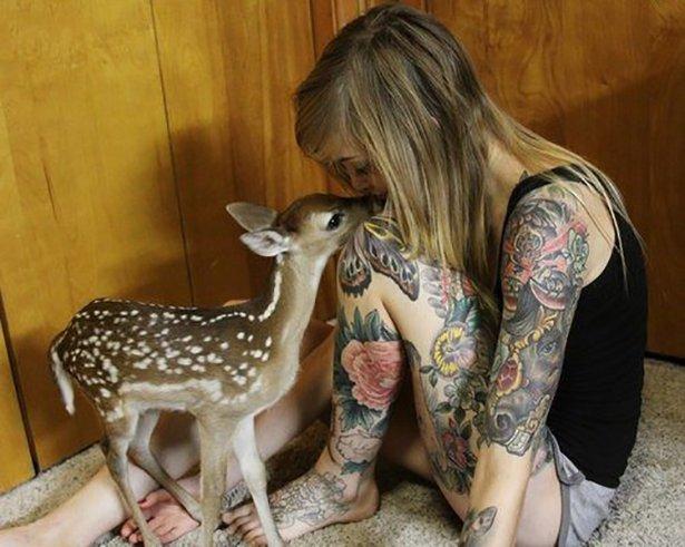 タトゥー入れてる外国人の女の子画像 13