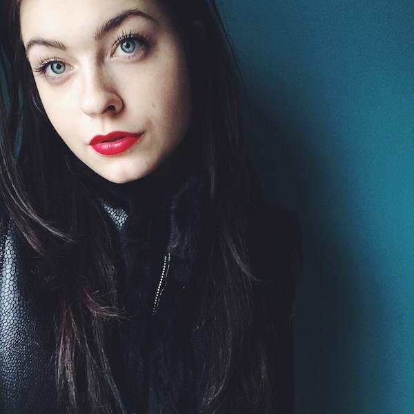 赤い口紅の美女 18