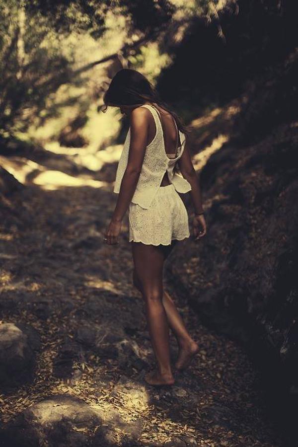 自然の中の白人美女、女の子のポートレート 6