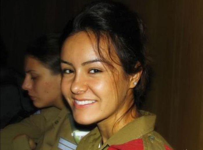 あどけない笑顔のイスラエル少女