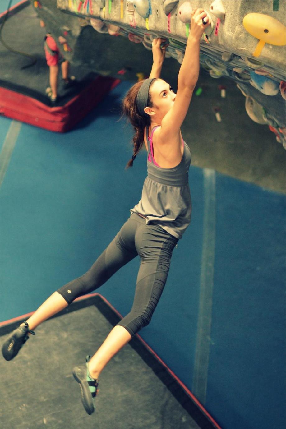 ルダリングをする女の子!引き締まった筋肉質な美女