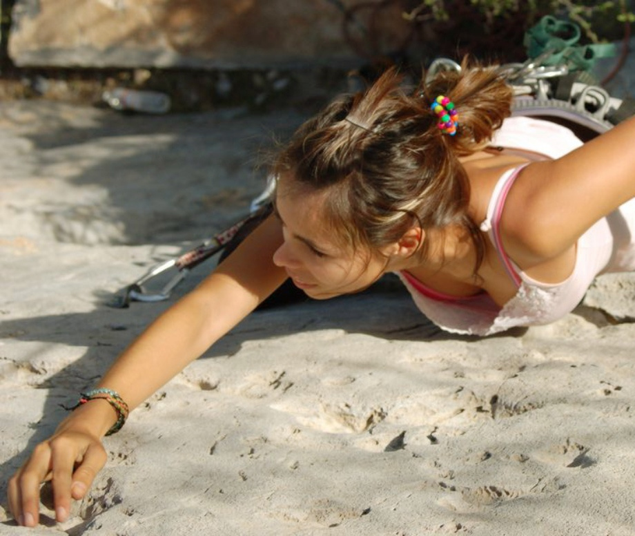 筋肉と美しい女体を躍動させて山へ挑む、命をかけた女だけの戦い