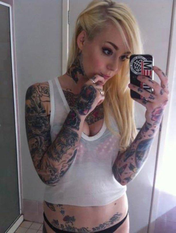 タトゥー入れてる外国人の女の子画像 11