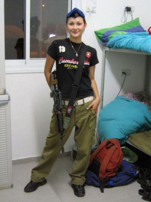 イスラエル女性軍人 9