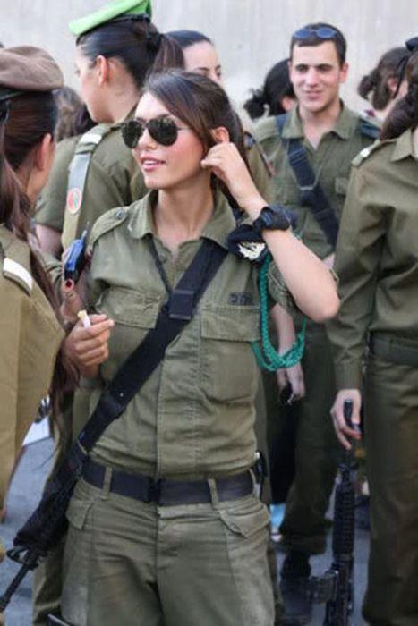 イスラエル女性軍人 12