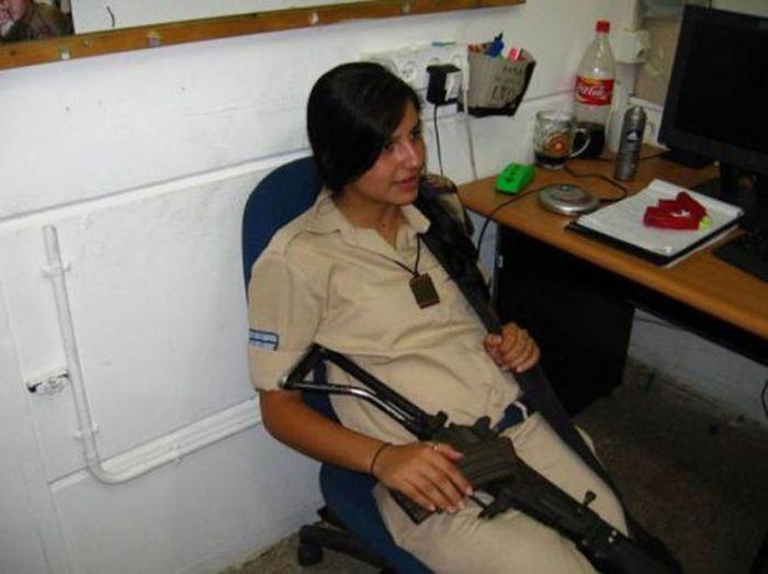 イスラエル女性軍人 8