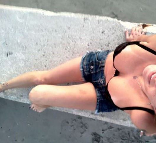 水着やビキニの日焼け跡が残る白人美女、ギャルの画像 24