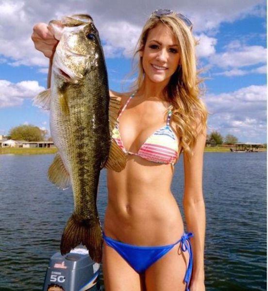 釣りが大好きな釣り女子。アウトドア美人 36