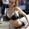 洗車サービス!泡まみれで濡れる白人美女のエロ画像!