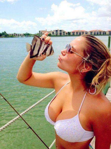 釣りが大好きな釣り女子。アウトドア美人 25
