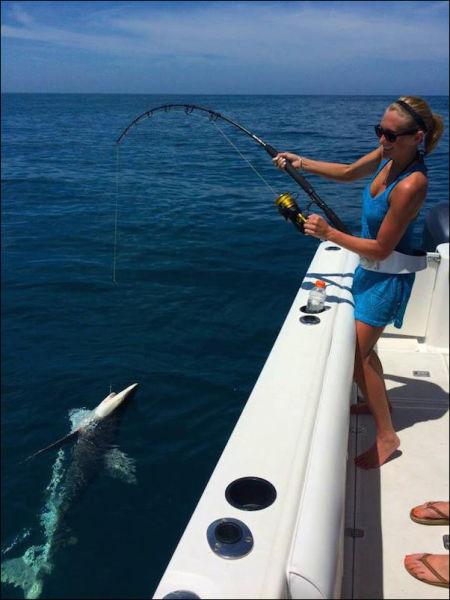 釣りが大好きな釣り女子。アウトドア美人 38