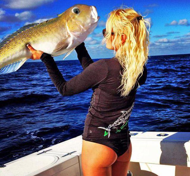 釣りが大好きな釣り女子。アウトドア美人 32