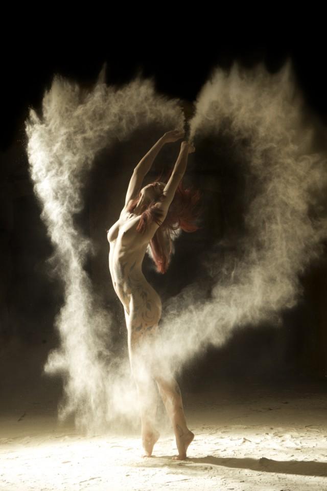 ヌードで踊る!海外美女ダンサーの美しいヌード画像 (2)