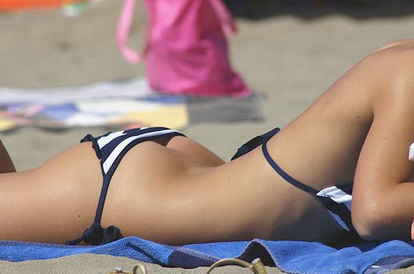 夏だ海だ!ピチピチな外人ビーチギャルのセクシー画像 (28)