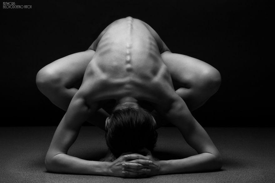 筋肉や骨の形までよく分かる女体ヌード画像!解剖学的な美しさ (5)
