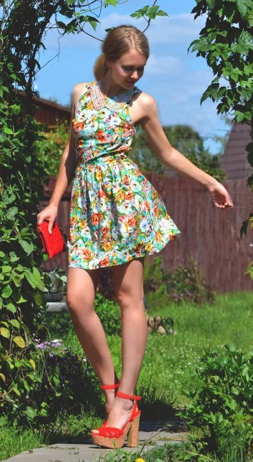 花柄のミニドレスで明るく爽やかにエロティックセクシー!