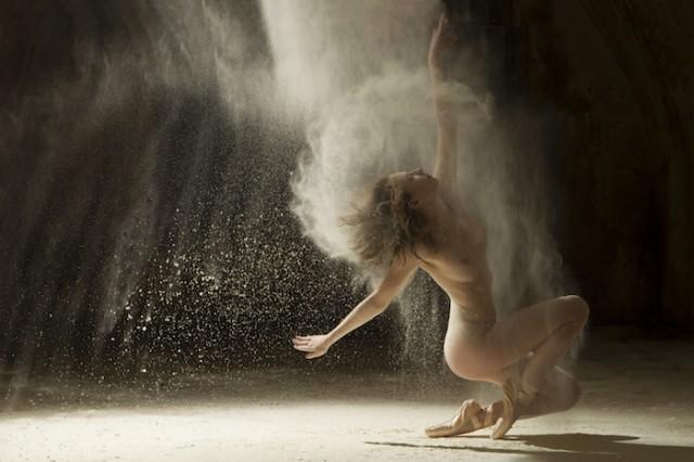 ヌードで踊る!海外美女ダンサーの美しいヌード画像 (1)