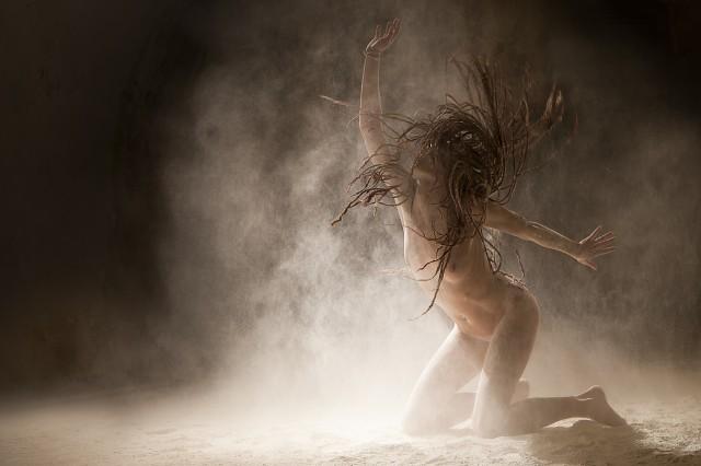 ヌードで踊る!海外美女ダンサーの美しいヌード画像 (9)