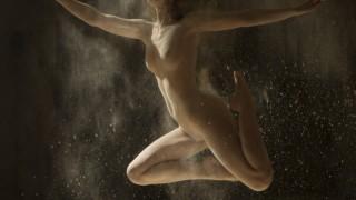 白人美女がヌードで踊る!海外ダンサーの美しいヌード画像
